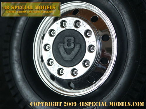 """V8"" Truck Hub-Cap, 1 Set (2pieces), 1/14"