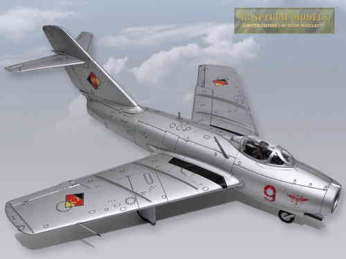 "MiG-15bis ""Rote 9"", FAG-2, GDR 1953, 1/18 Collectible"